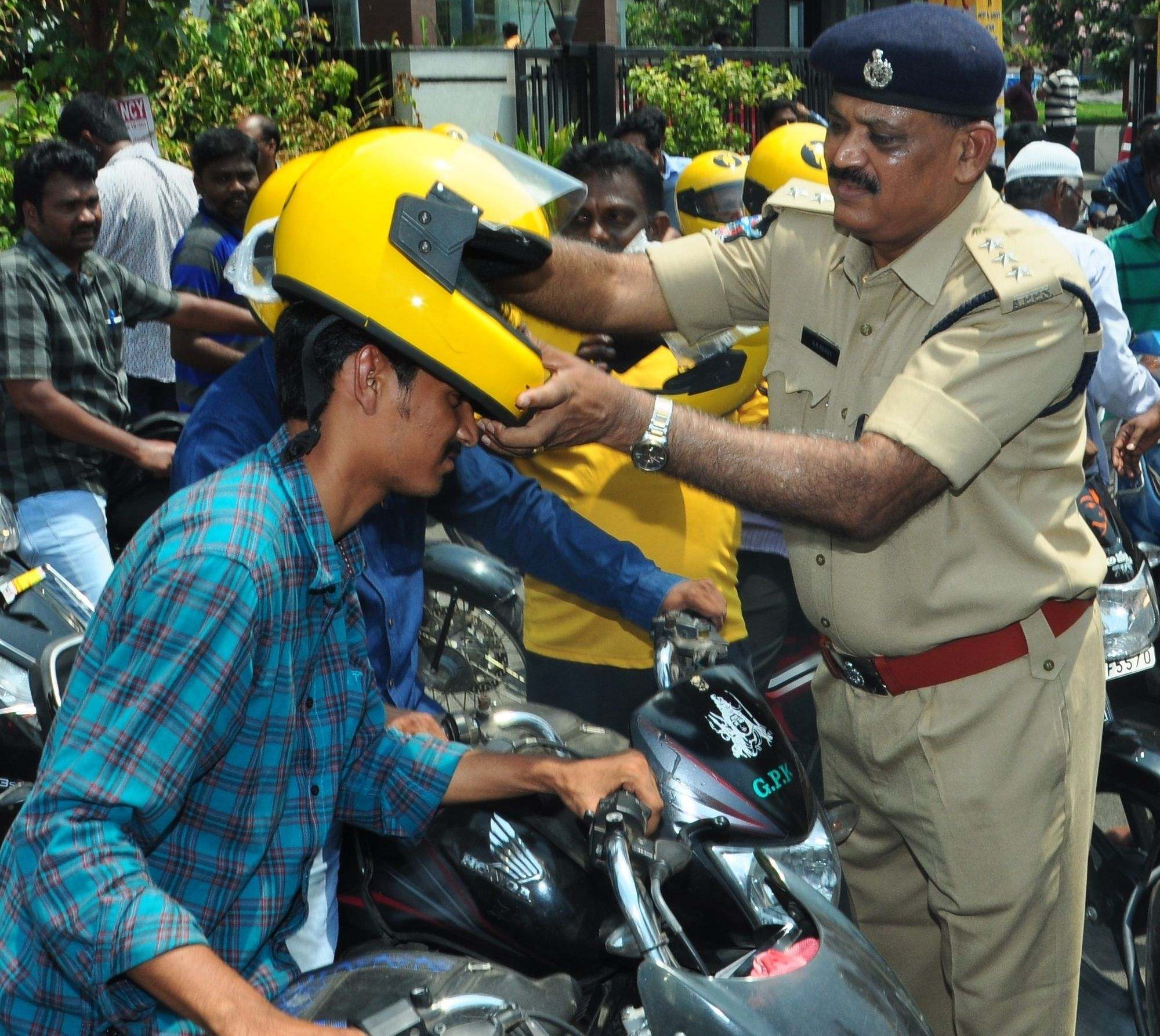 HELMET AWARENESS CAMPAIGN BY RAPIDO
